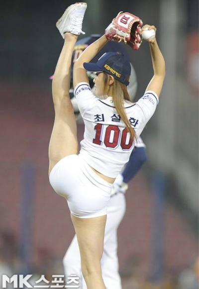 韓国マッスル美女 Choi Seol Hwa(チェ・ソルファ)のムチムチヒップなセクシー始球式 2