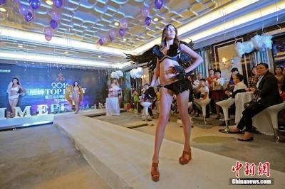 中国・太原でVictoria's Secretを模したランジェリーショーを開催 1