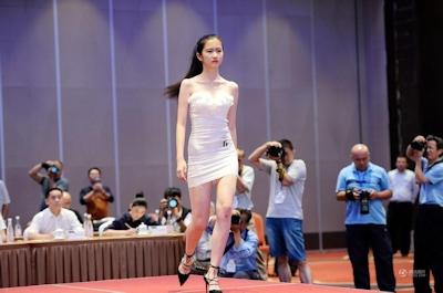 中国・済南で大学生のモデルコンテスト開催 2