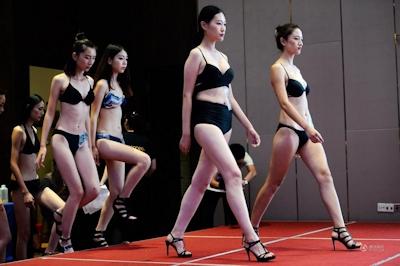 中国・済南で大学生のモデルコンテスト開催 3