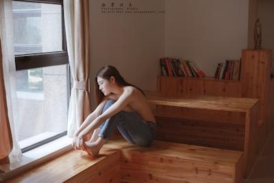 スレンダー微乳な中国美女のトップレスヌード画像 2