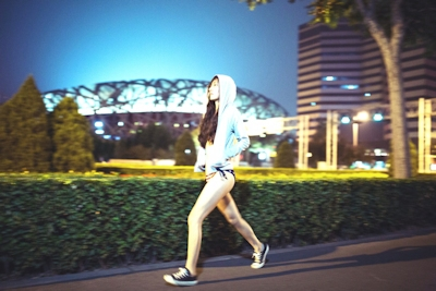 中国美女のアートな野外露出ヌード画像 1