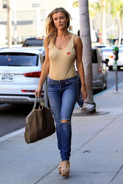 スーパーモデル Joanna Krupa(ジョアンナ・クルパ) ノーブラ乳首ポッチ画像 4