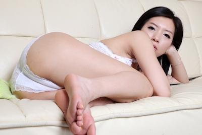 美乳な韓国美女のヌード画像 2