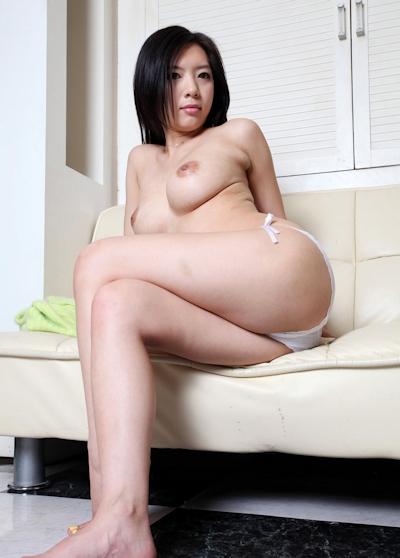 美乳な韓国美女のヌード画像 9