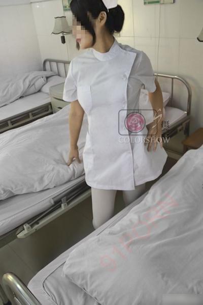 巨乳な美人ナースを病院で撮影したヌード画像 3