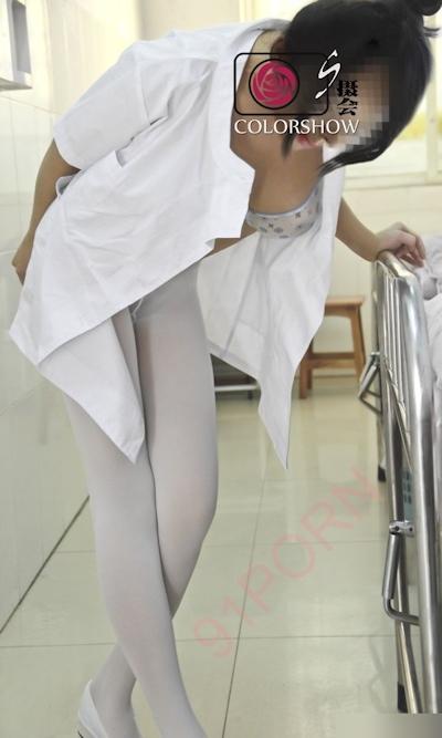巨乳な美人ナースを病院で撮影したヌード画像 17