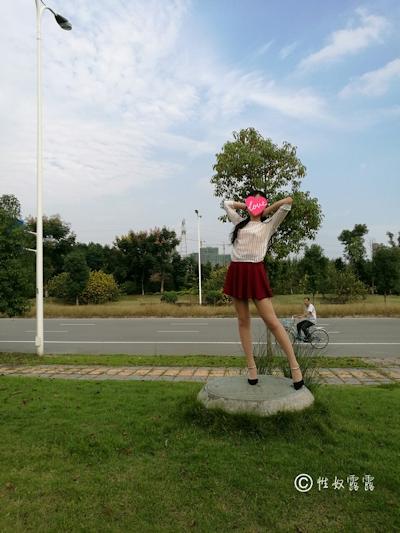中国素人女性の野外露出ヌード画像 1