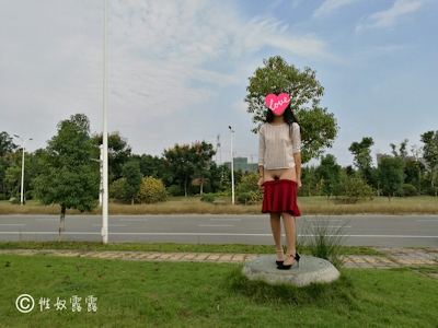 中国素人女性の野外露出ヌード画像 4