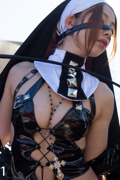 美少女コスプレイヤーのセクシー画像 1