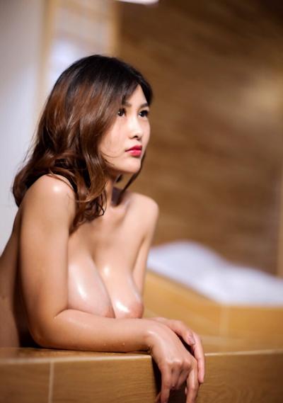 ロケット巨乳な中国美女の温泉ヌード画像 1