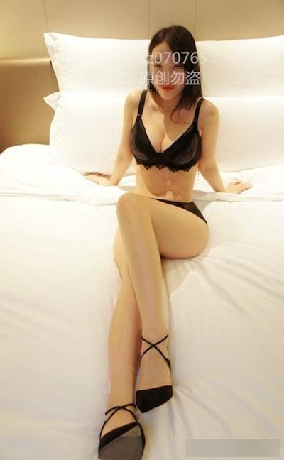 Eカップ巨乳な中国美人OLのヌード画像 3