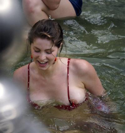 乳首ポロリ画像 9