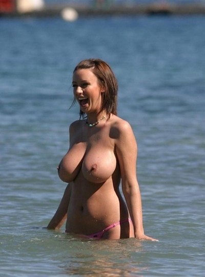 ヌーディストビーチの美女のヌード画像 2