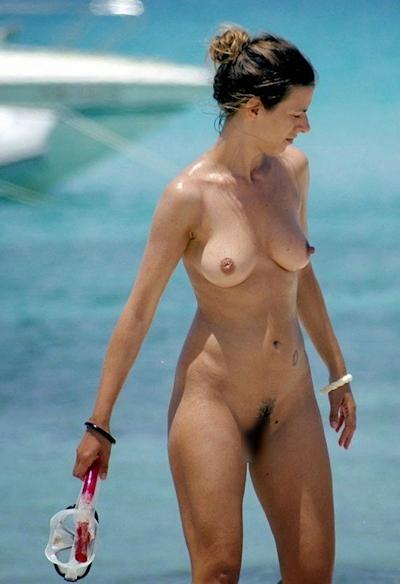 ヌーディストビーチの美女のヌード画像 10