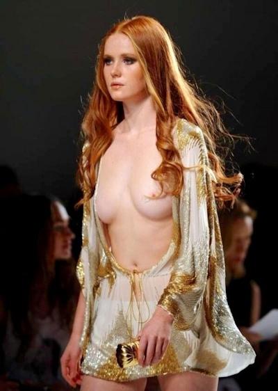 ファッションショーでおっぱい出してるモデルの画像 8