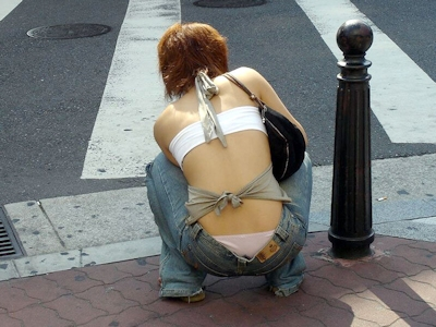 街中でセクシーな格好をしている素人女性の画像 7