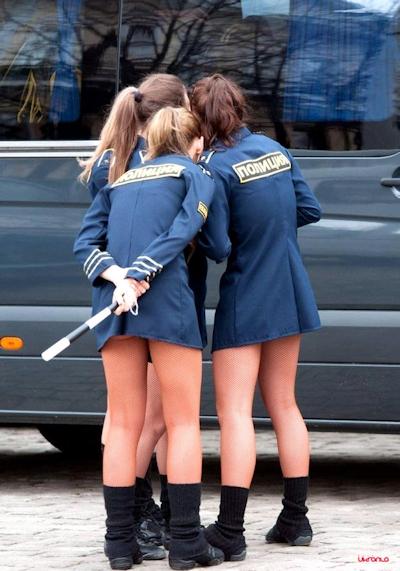 海外の女子学生のセクシー画像 8