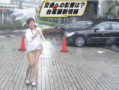 テレビに映ったセクシーシーン画像 21