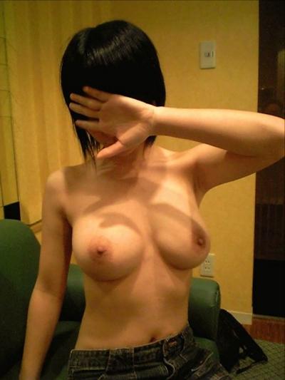 美乳な素人女性のおっぱい画像 7