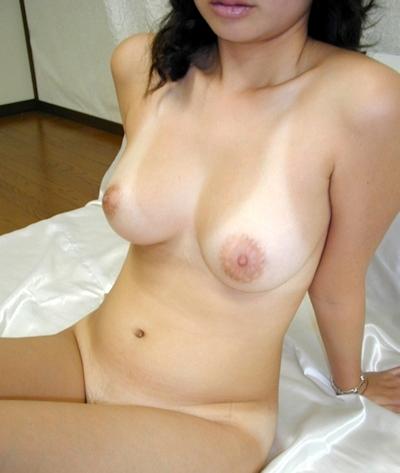 美乳な素人女性のおっぱい画像 12