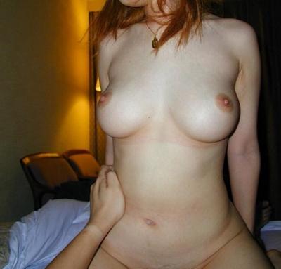 美乳な素人女性のおっぱい画像 15