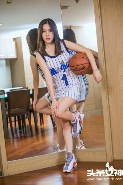 バスケットボール美女 セミヌード画像 1
