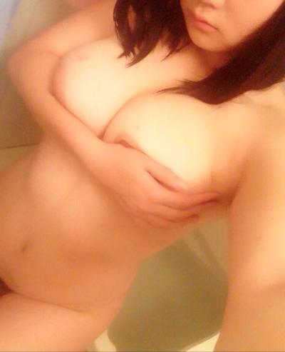Twitterにアップされてた素人女性の自分撮りヌード画像 2