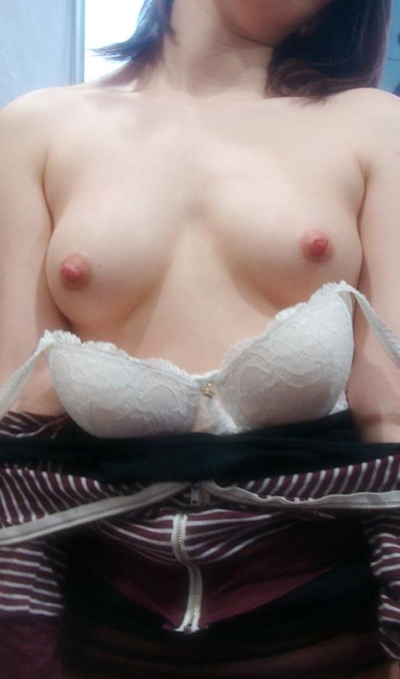 美乳なアジアン女性のヌード画像 1