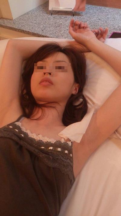 スレンダー微乳な素人美女の調教ヌード流出画像 1