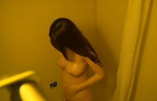 巨乳な美人女子大生のシャワーシーン盗撮動画? 9