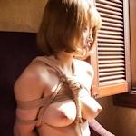 巨乳美女の緊縛ヌード画像