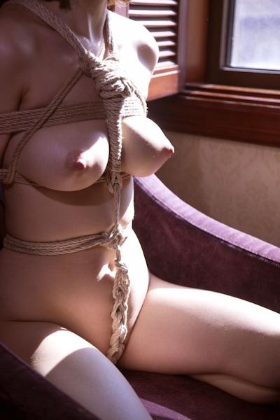巨乳美女の緊縛ヌード画像 5