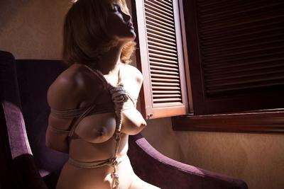 巨乳美女の緊縛ヌード画像 7