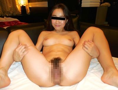 巨乳な素人美女がピースしながら全裸M字開脚&ハメ撮りしてる流出ヌード画像 3