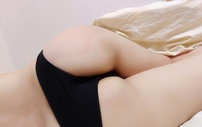 美乳な素人女性のヌード画像 7