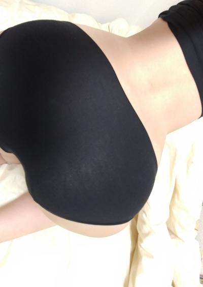 美乳な素人女性のヌード画像 11