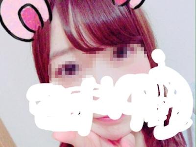美乳な素人美女がTwitterにアップしていた自分撮りヌード画像