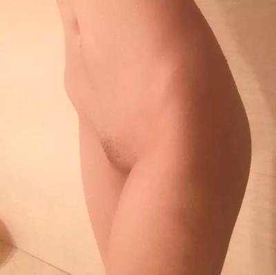 素人女性の剃毛マンコ自分撮り画像 5