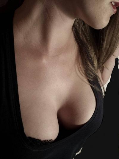 Hカップ巨乳&パイパン女性のヌード画像 4