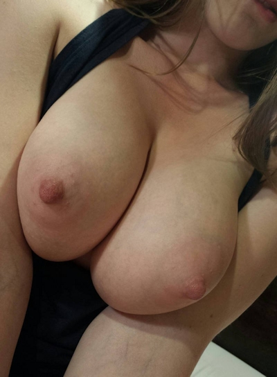 Hカップ巨乳&パイパン女性のヌード画像 9