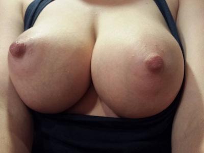 Hカップ巨乳&パイパン女性のヌード画像 10