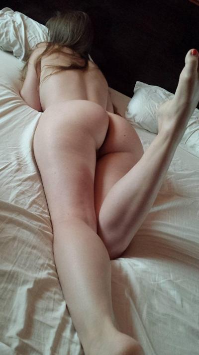 Hカップ巨乳&パイパン女性のヌード画像 16