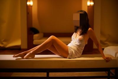 美乳女性のセクシーランジェリーヌード画像 2