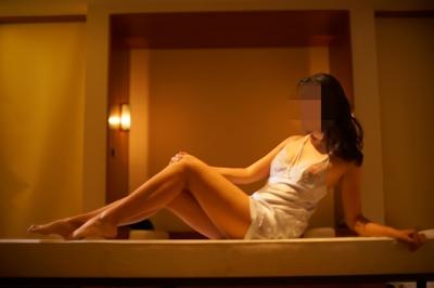 美乳女性のセクシーランジェリーヌード画像 3