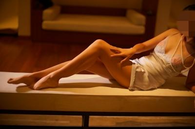 美乳女性のセクシーランジェリーヌード画像 5