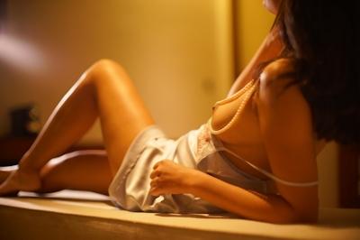 美乳女性のセクシーランジェリーヌード画像 7
