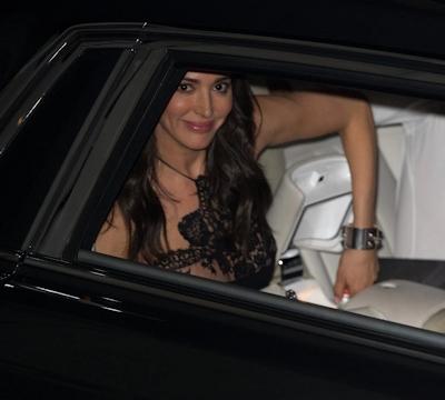 アメリカ女優 Lauren Silverman (ローレン・シルバーマン)がスケ乳首 2
