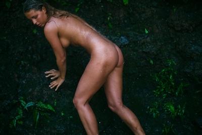 ベルギーモデル Marisa Papen(マリシア・パーペン) 大自然の中で撮影したヌード画像 6