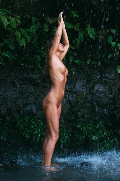 ベルギーモデル Marisa Papen(マリシア・パーペン) 大自然の中で撮影したヌード画像 10